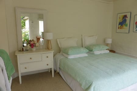 Sunny annex bedroom in Havelock Nth - Havelock North