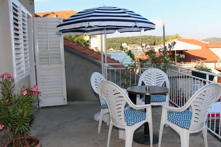 apartment with terrace and sea view - Tisno - Flat