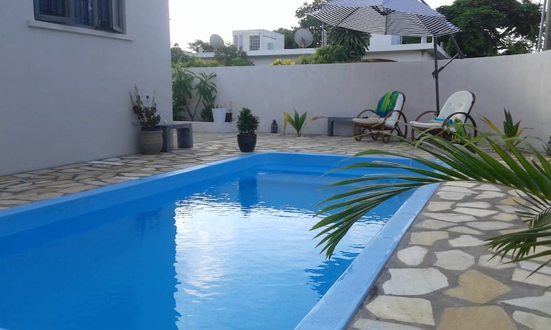 Davroche private room in owner's house with pool - Albion - Ev