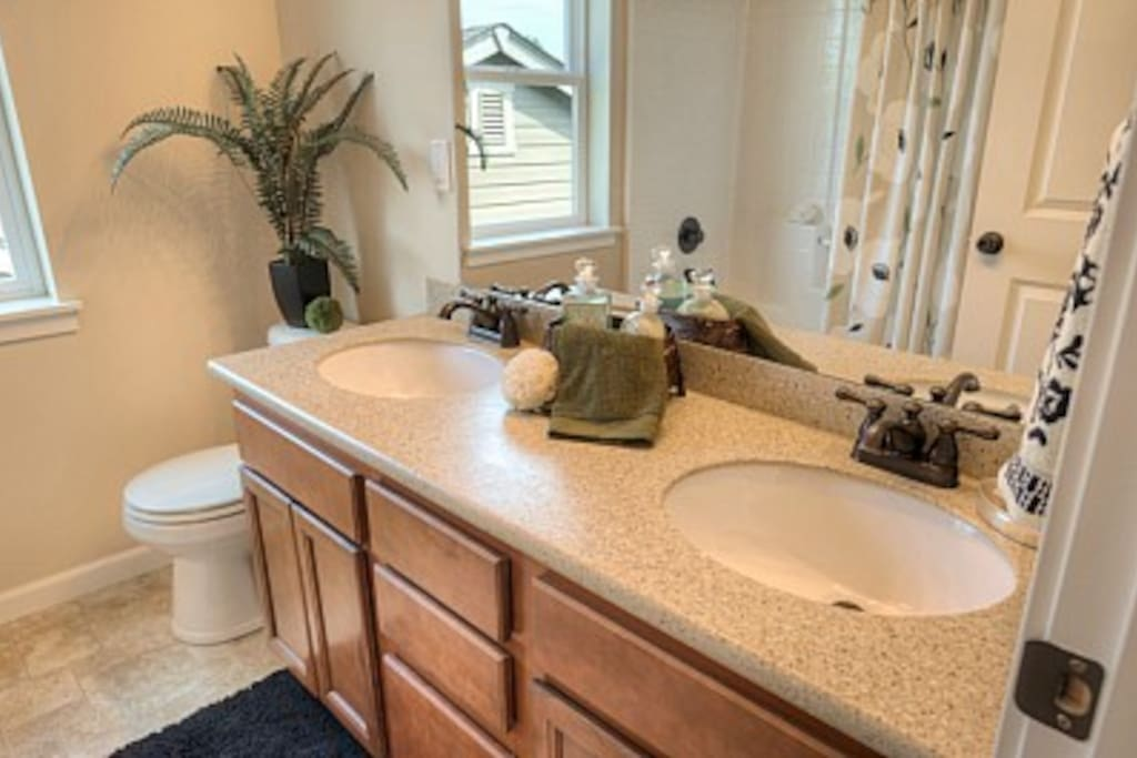 Full bathroom shared w/one person