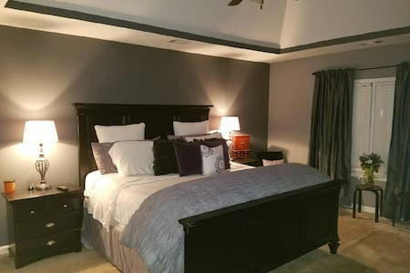Beautiful North Atlanta Private Bed and Bath - Lawrenceville - Hus