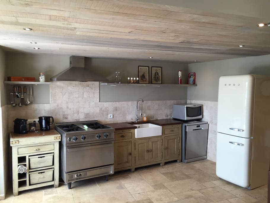 Fully equipped kitchen. Gascooking, dishwasher, micro oven, fridge-freezer, nespresso.