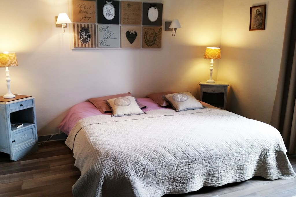 Chambre Chopin: spacieuse - lits simples ou lit king size.