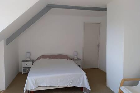 La Mansarde chambre privée idéale boucle des Dômes