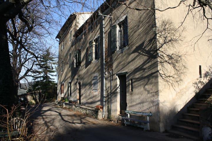 Chambre dans vieux mas Cévennol - Saint-Félix-de-Pallières - Lägenhet