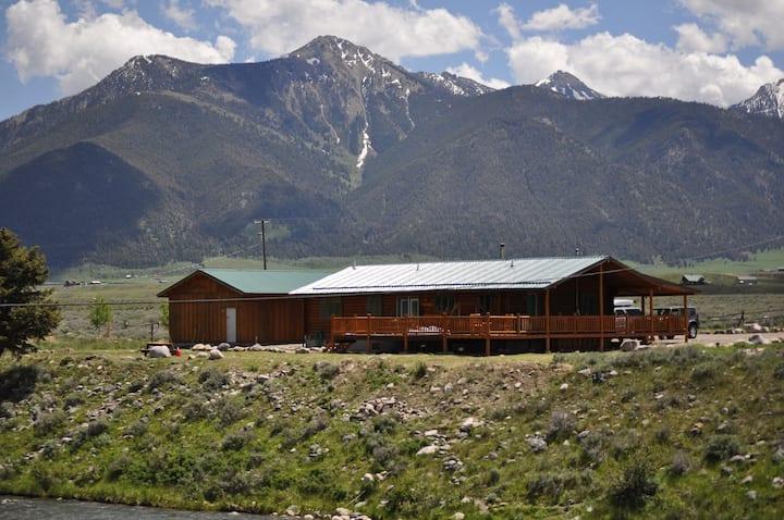 YellowstoneArea/Madison River Large Log Home