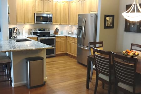 Cozy Clean Condo Pvt bed-bathrm.   30 day minimum.