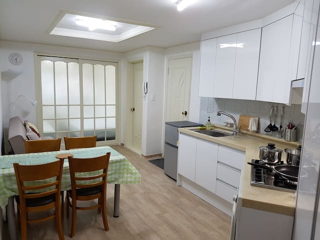 Private Two-bedroom Unit Nearby Seoul Station - Yongsan-gu - Leilighet