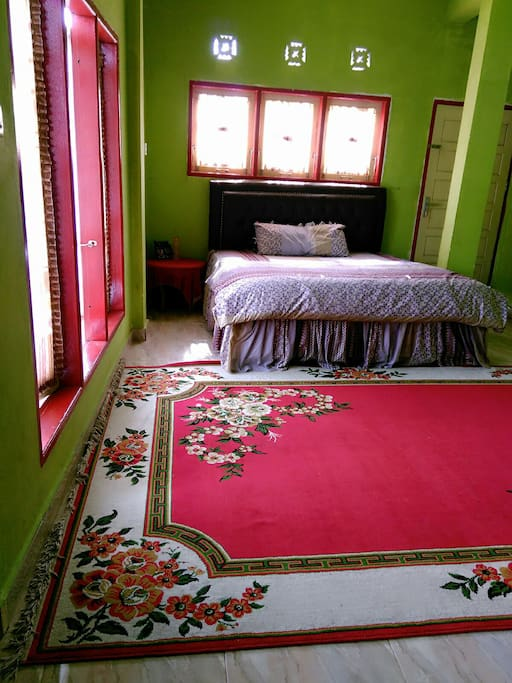a large n comfortable bedroom