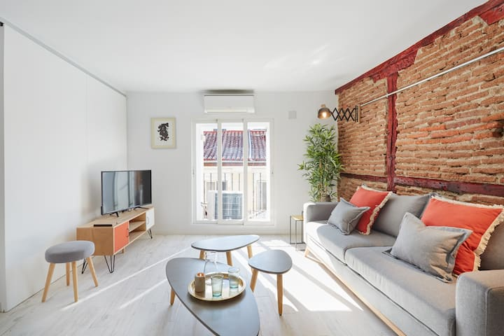 Apt. Pelayo (CHUECA) perfect 4 COUPLES or WORK