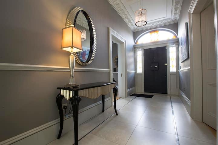 Double Bedroom in D4 Rooms, Best Area of the City