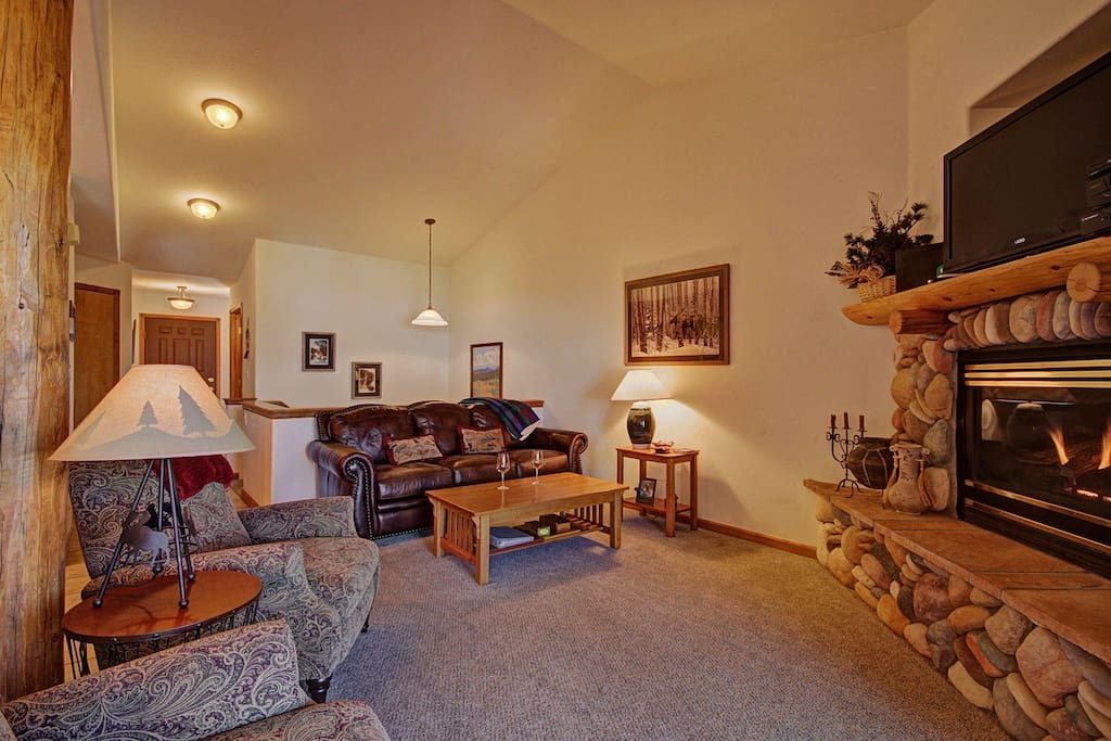 Living Area - Features comfy leather sofa.