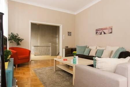 Room close to the beach and city center. - Athens - Villa - 2