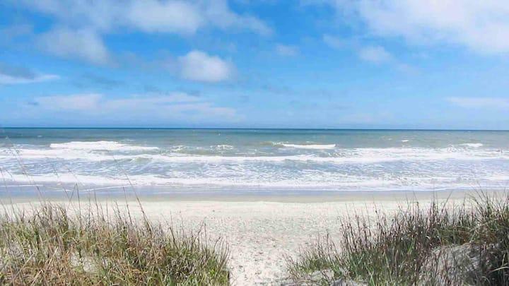 Ocean Dunes Villas, it's short walk to the beach🏖