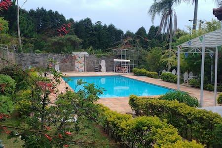 Chácara Panay: Localização, Conforto e Sossego - Mairinque - 小木屋