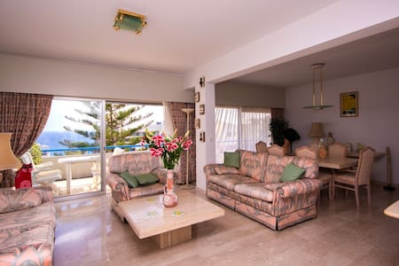 MEDITERRANEAN DREAM: BEACH FRONT LUXURY APPARTMENT - Agios Tychon - Wohnung