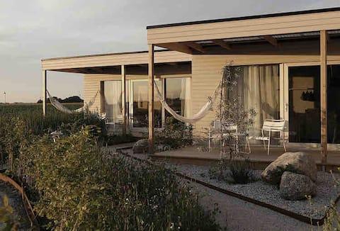 Hus med utsikt mot solnedgång och öppna vyer!