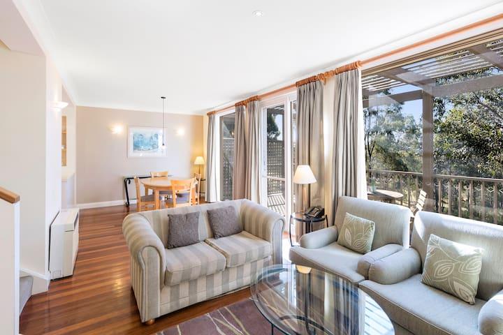 2 Bedroom Villa: Living & Dining