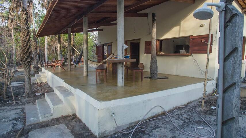 Deliciosa casa em frente a lagoa, em Tatajuba