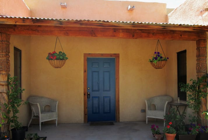 Private Rooms/Bath in Old Mesilla - Mesilla - Talo