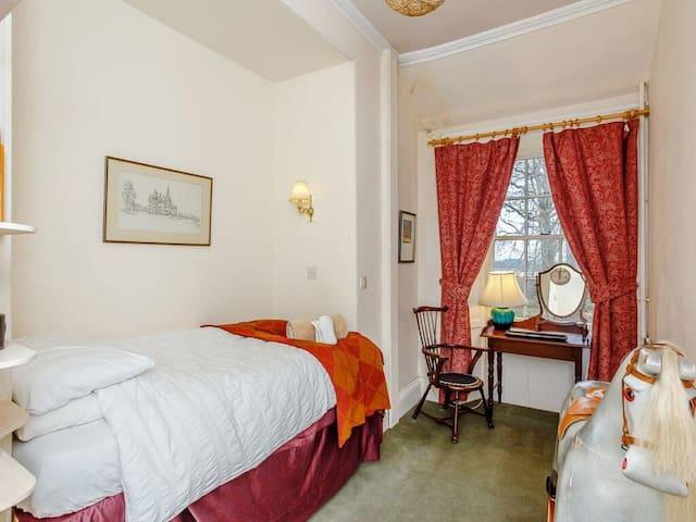 Bedroom 3.   1 single