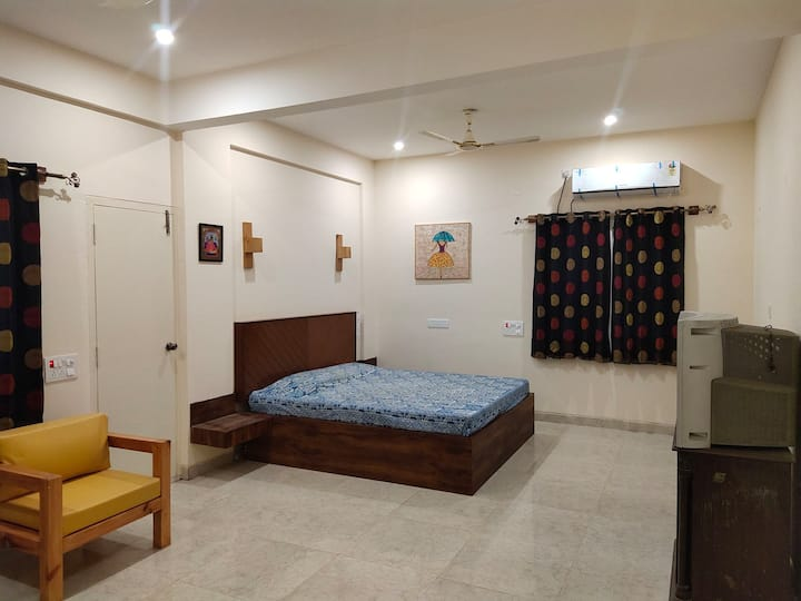 KingSize  New Supe Luxury Room Yelahanka Bangalore