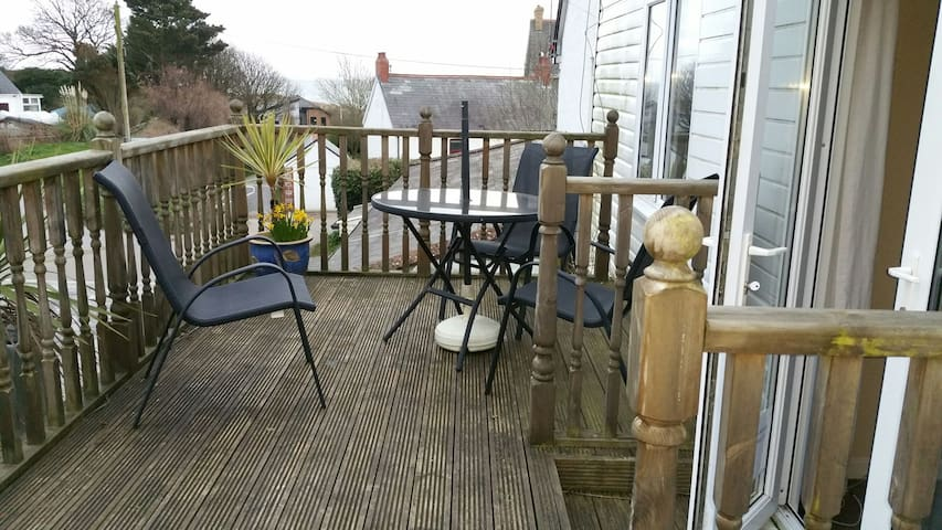 Sea Breeze Apt 2  Horton Port Eynon Bay Gower - Horton   Gower - Apartemen