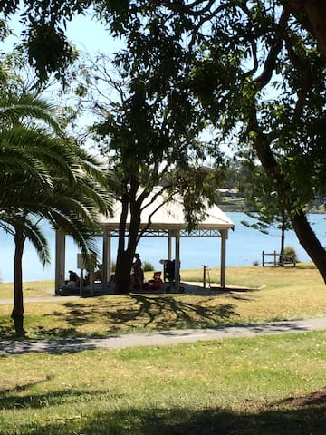 Lake Macquarie Getaway - Double room - Eleebana - House