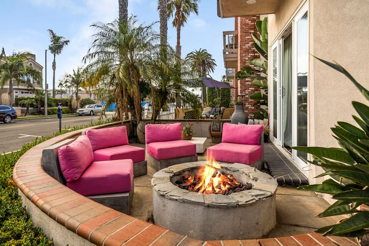The W home AC Steps to beach, Pier, Fire feature, roof top deck, BBQ area.