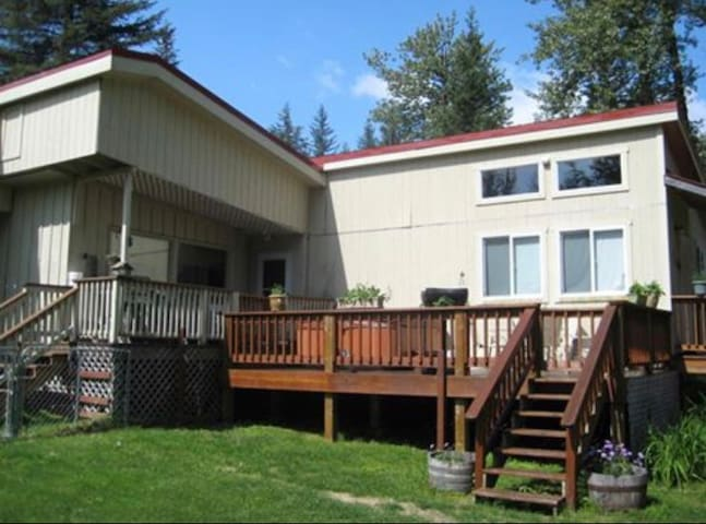 Queen Guest Room-Wooded Lot Close to Seward 1
