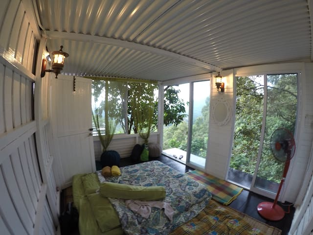 Mendung Escape Group Bedroom - Bau - Chalet