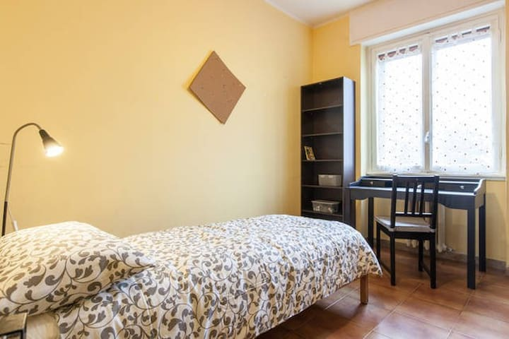 CAMERA SINGOLA in APPARTAMENTO WI-FI free - Milaan - Appartement