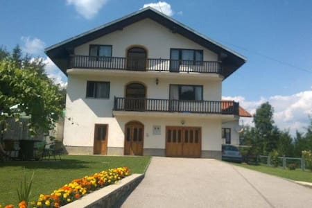 Amazing Family House With Extraordinary Garden - Vrbanja - Hus