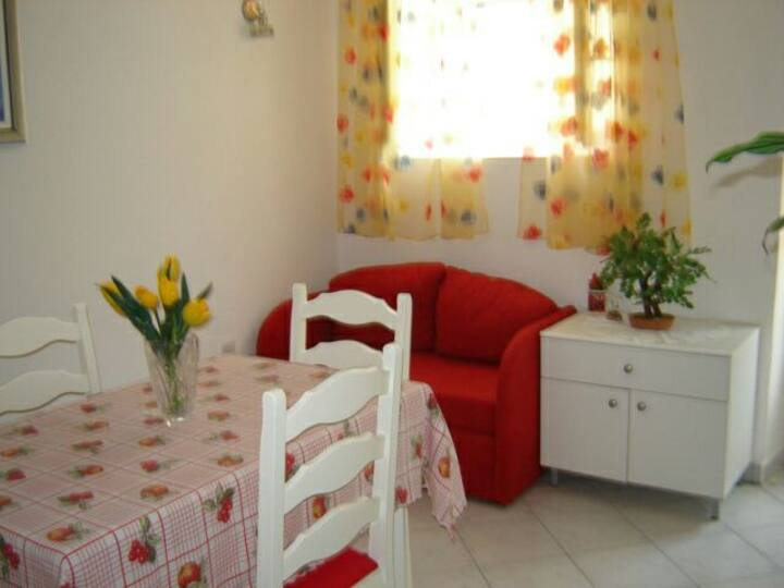 Sweet apartment, 50 meters from sea