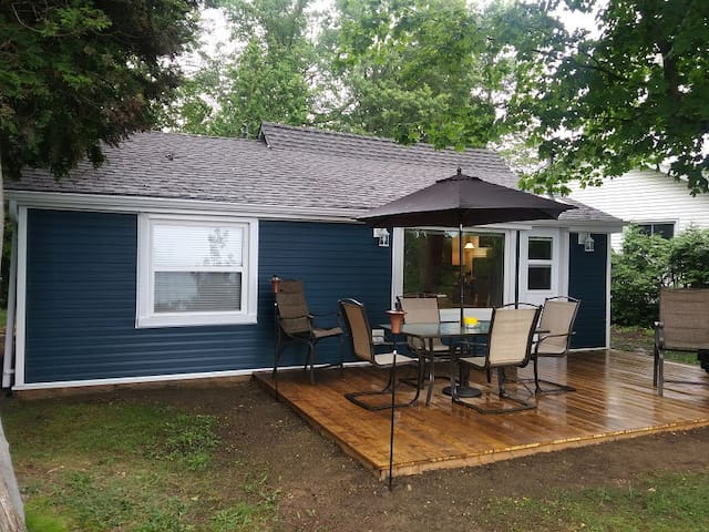 2 Bedroom Lakefront Cottage! 5 mins from Goderich