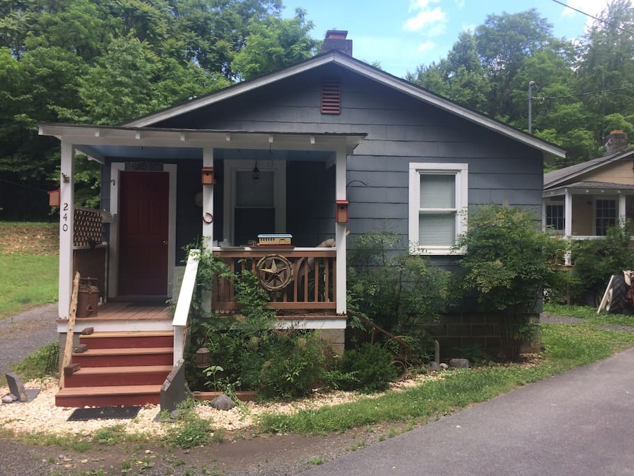 Brookside Cottage 3 Bungalows For Rent In Scottsville