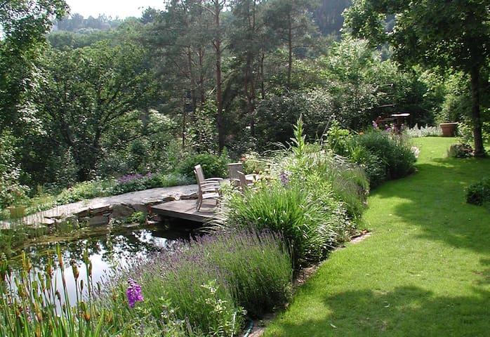 5*-Ferienwohnung mit Kamin und großem Garten