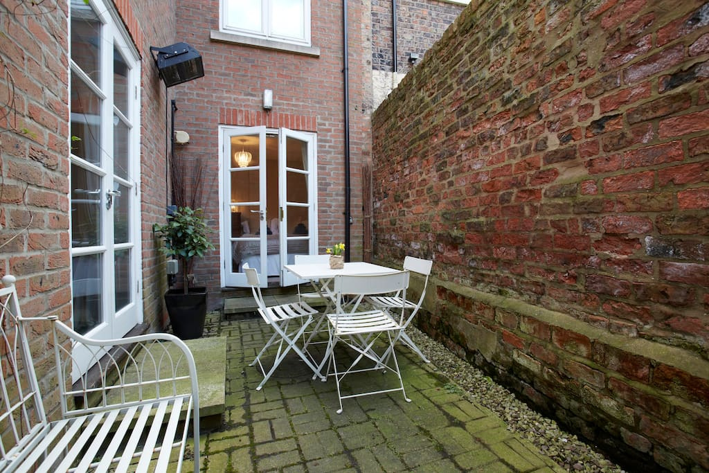 Private courtyard with seating and a heater, perfect for relaxing after a hard day enjoying the attractions of the city.