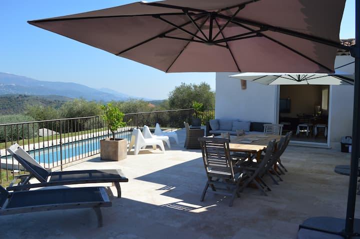 Belle villa au calme  avec piscine chauffée
