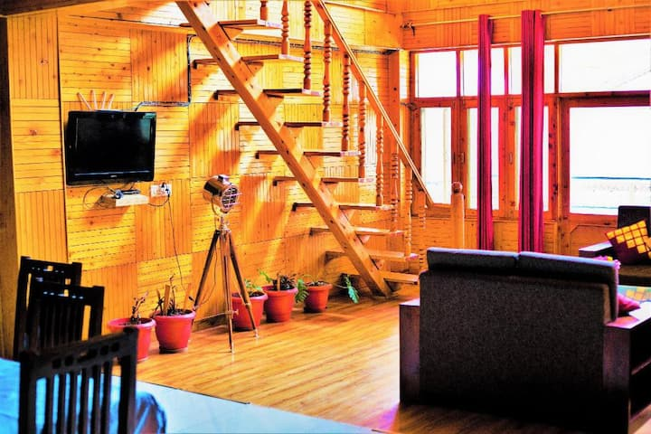 superior room with Balcony- Pause at Manali