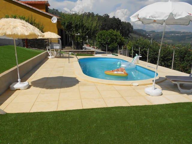 Stor villa Med svømmebasseng & Wifi