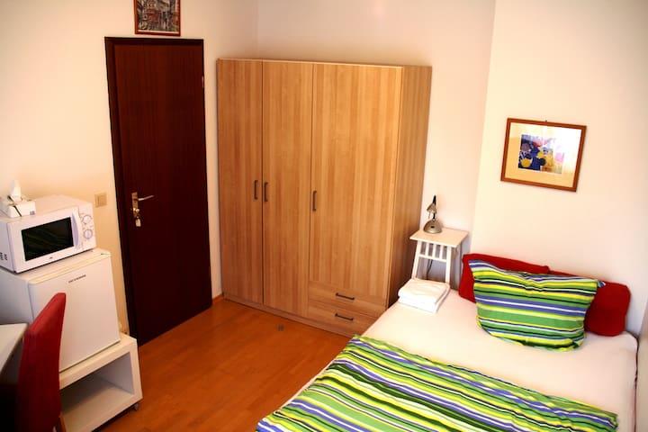 Zimmer am Rhein, bis zu 2 Menschen, Köln-Zündorf