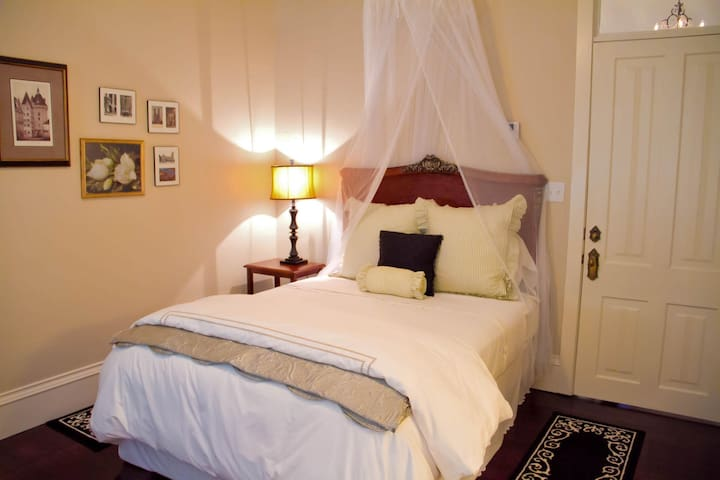 Charleston Square - Grand Magnolia Suites