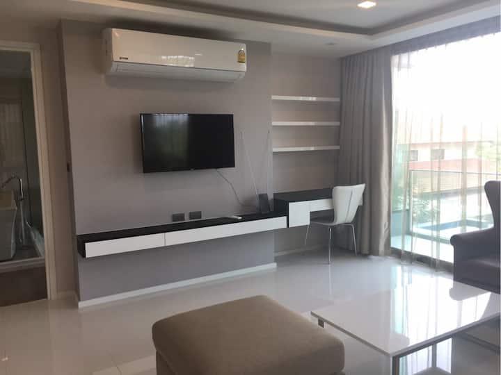 Luxury Condo, Fully-Furnished, 1B/1B/60sqm/sauna+