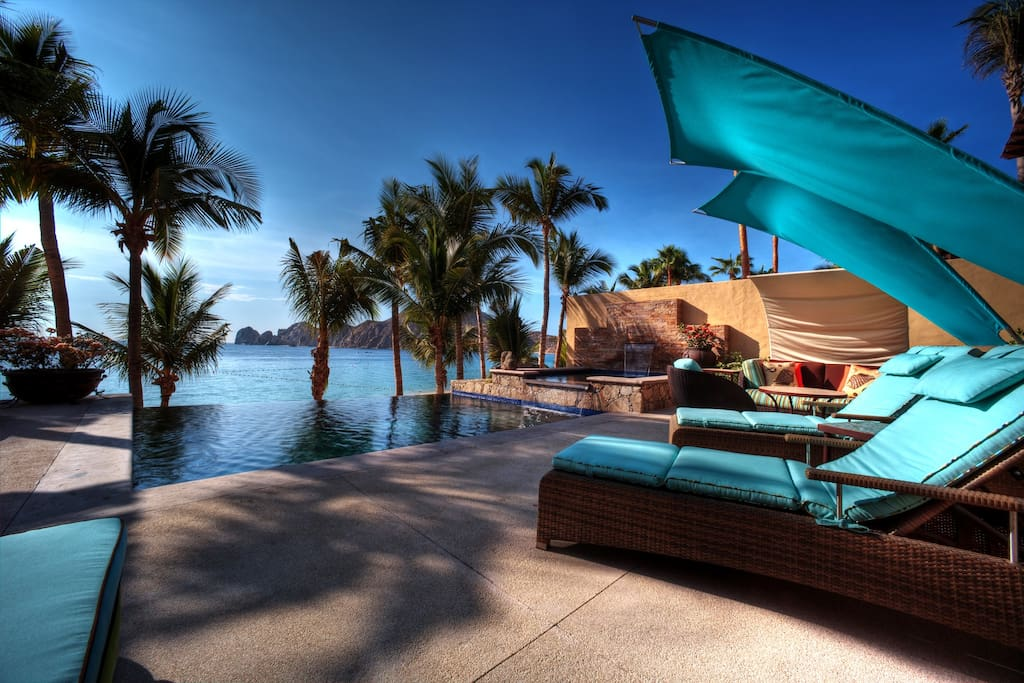Access Medano Beach directly from the terrace, which also offers unbound views of the white sand beach, the Sea of Cortez and Land's End.