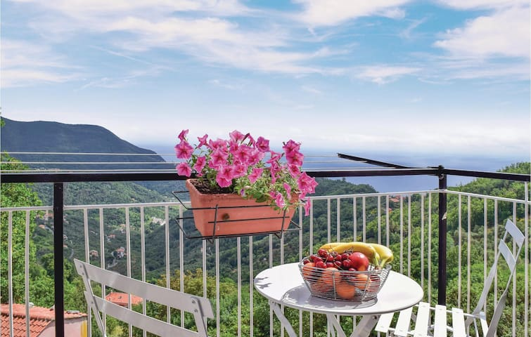 Holiday apartment with 2 bedrooms on 59 m² in Moneglia -GE-
