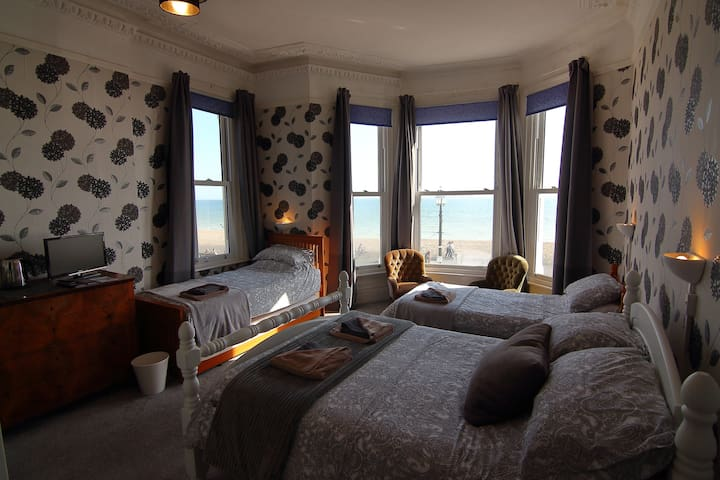 Stunning Sea View Family Room in Victorian B&B