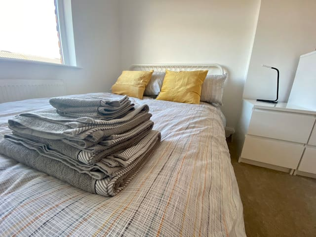 Private Double Bedroom. Short distance to CC