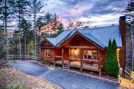 mins to downtown; ALL PAVED; 5 ⭐️REVIEWS; LUX CABIN