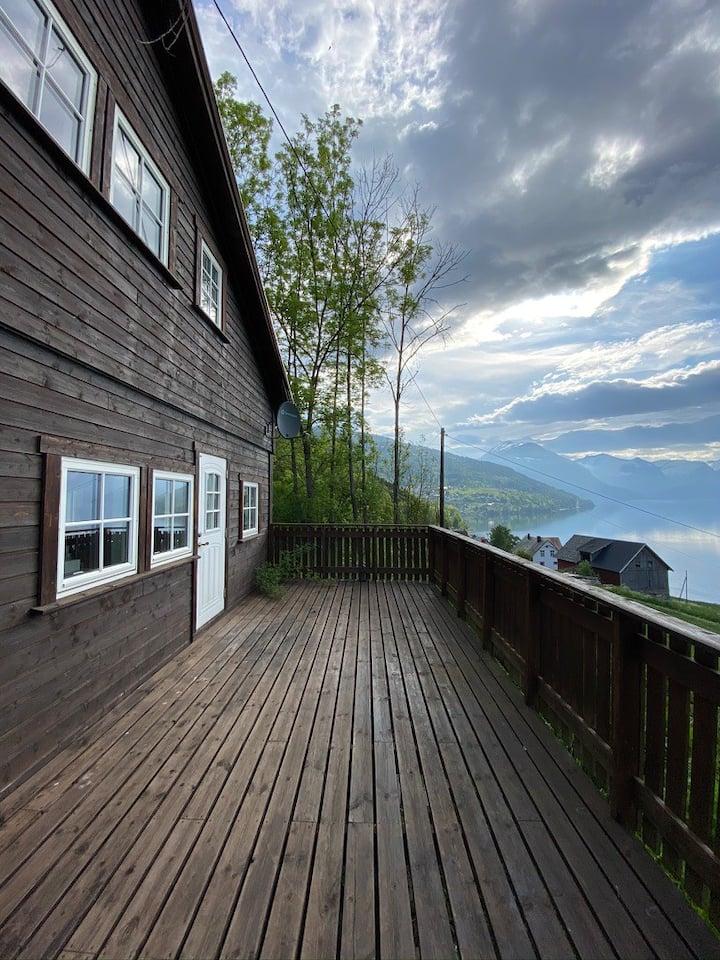 Stryn - Faleide -hytte med fjord og fjell utsikt